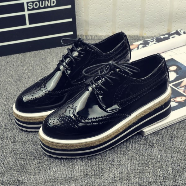 Retro Black Women's Oxfords Vintage Lace-up Brogues Platform Shoes image 1