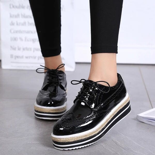 Retro Black Women's Oxfords Vintage Lace-up Brogues Platform Shoes image 3