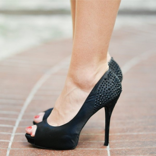 Fashion Black Platform Heels Peep Toe Stiletto Retro Rivets Pumps  image 1