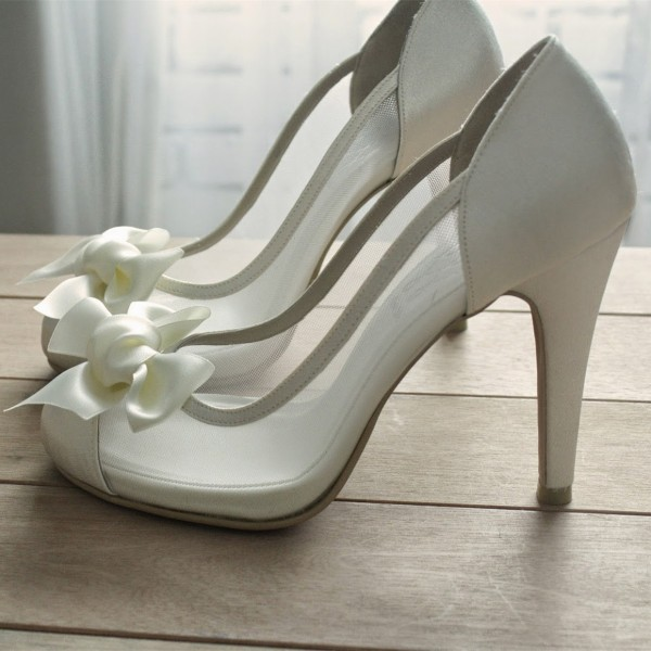White Bridal Shoes Chunky Heel Bow Heels Wedding Pumps image 1