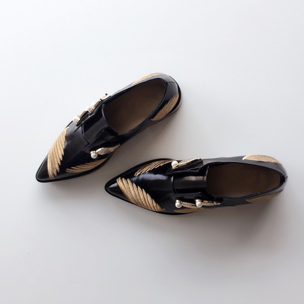 Fashion Slip-on Vintage Shoes with Golden Wings and Pearls Style Women's Oxfords image 1
