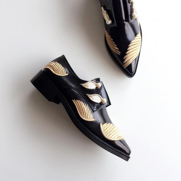Fashion Slip-on Vintage Shoes with Golden Wings and Pearls Style Women's Oxfords image 3