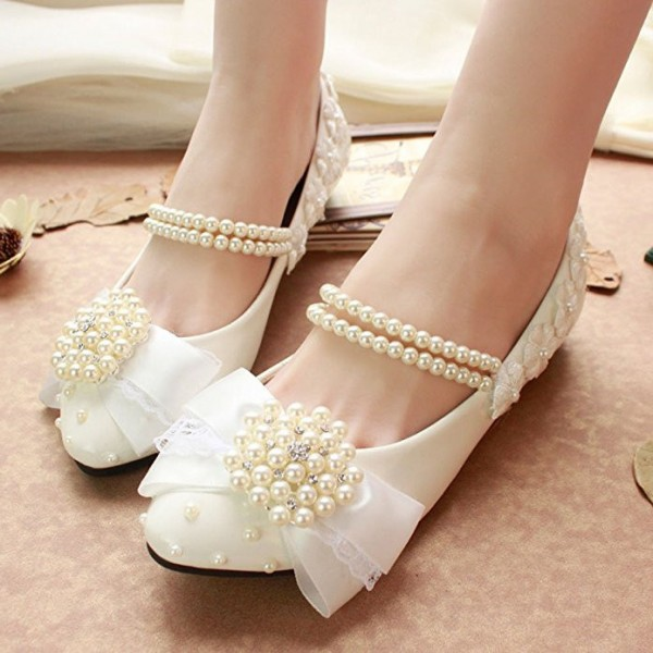 Women's White Lace With Pearl Comfortable Flats Bridal Shoes  image 1