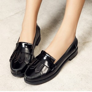 Black Patent Leather Round Toe Retro Flat Fringe Loafers for Women
