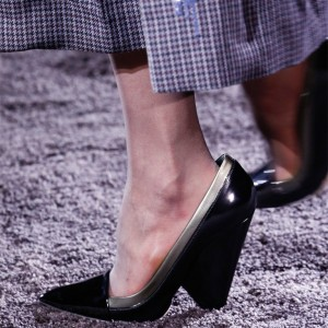Black Patent Leather Pointy Toe Chunky Heels Pumps