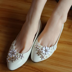 Women's White Flower Rhinestone Round Toe Wedding Flats