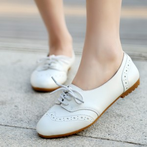 White Wingtip Shoes Round Toe Lace up Flat Oxfords