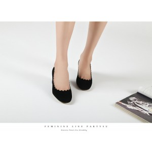 April Black Curve Vintage Heels